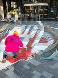 Straatkunst die optische illusie tonen Stock Afbeelding