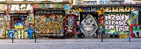 Straatkunst in 20ste arrondissement van Parijs Royalty-vrije Stock Foto's