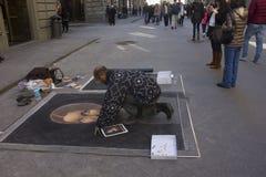 Straatkunstenaar in Florence, die kunst op het asfalt maken Royalty-vrije Stock Fotografie
