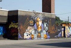 Straatkunstwerk in niet meer gebruikte fabriek royalty-vrije stock afbeeldingen
