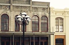 Straatlantaarn & Historische Gebouwen in Galveston Van de binnenstad, Texas Royalty-vrije Stock Afbeeldingen
