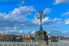 Straatlantaarn over het Kremlin in Moskou de stad in Royalty-vrije Stock Fotografie