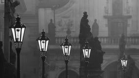 Straatlantaarns op Charles-brug in de ochtend Praag Stock Afbeeldingen