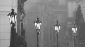 Straatlantaarns op Charles-brug in de ochtend Praag Royalty-vrije Stock Afbeelding