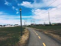Straatlantaarns van een weg in openbaar park in een dageraadtijd royalty-vrije stock fotografie