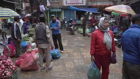 Straatmarkt in Katmandu stock video