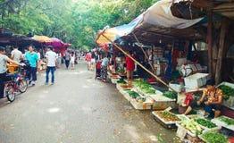 Straatmarkt met plantaardige box, straatmening in China stock fotografie