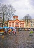 Straatmarkt naast Kerk van Heilige Paraskeva Stock Afbeelding