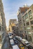 Straatmening aan buurt Uit het stadscentrum met parkerenauto's in Nieuwe Yo Stock Foto's