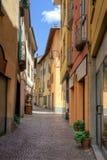 Straatmening in oude stad Porlezza stock fotografie