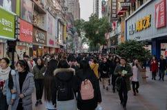 Straatmening van de weg van Jianghan lu de grootste voet het winkelen straat van Wuhan in China Royalty-vrije Stock Fotografie