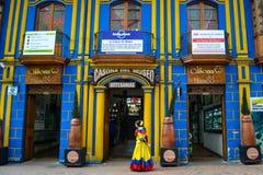 Straatmening van kleurrijk Bogota in Colombia stock afbeeldingen