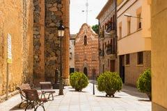 Straatmening van traditionele Spaanse stad Montroig del Camp, provi Stock Afbeeldingen