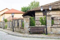 Straatmening van typische oude Bulgaarse architectuur, Tryavna, Bulg Stock Foto