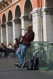 Straatmusicus die in Massena-vierkant, Nice, Frankrijk presteren Royalty-vrije Stock Afbeeldingen