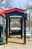 242 straatpost - NYC-Metro Stock Fotografie