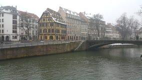Straatsburg bij Kerstmis, rivieren en het schip van de riviercruise Stock Afbeeldingen