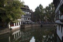 Straatsburg, Frankrijk - September 3, 2015: Huisvest dichtbij La Maiso stock afbeeldingen