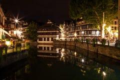 Straatsburg - Weinig Frankrijk bij nacht Stock Foto's