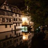 Straatsburg - Weinig Frankrijk bij nacht Stock Afbeeldingen