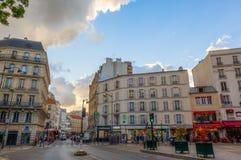 Straatscène in Belleville, Parijs Stock Afbeeldingen