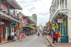 Straatscène in het Franse Kwart in New Orleans stock afbeeldingen