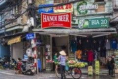 Straatscène in het Oude Kwart, Hanoi, Vietnam stock afbeelding