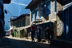 Straatscène in Lukla, Nepal Royalty-vrije Stock Fotografie