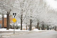 Straatscène na sneeuw stock afbeelding