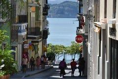 Straatscène in Oud San Juan, Puerto Rico Stock Foto's