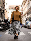 Straatstijl: Milan Fashion Week Autumn /Winter 2015-16 Stock Fotografie