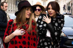 Straatstijl: Milan Fashion Week Autumn /Winter 2015-16 Royalty-vrije Stock Fotografie
