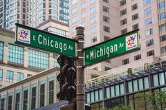 Straatteken op de hoek van het Ave van Chicago en van Michigan Stock Foto