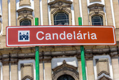 Straatteken van het Candelaria Church-gebouw ter ere van Onze Dame van Candelaria, Rio de Janeiro royalty-vrije stock foto's