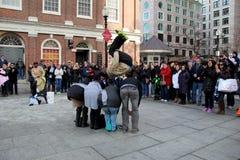 Straatuitvoerders die bezoekers, Boston onderhouden Stock Foto