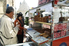 Straatventer van brood in Turkije Stock Foto's