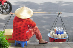Straatventer verkopende kokosnoten in Saigon Royalty-vrije Stock Foto's