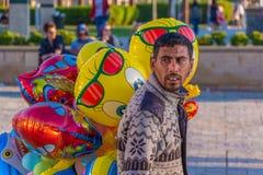 Straatventers die ballons verkopen Stock Afbeeldingen