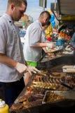 Straatventers die BBQ koken royalty-vrije stock afbeelding