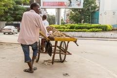 Straatventers van Dar Es Salaam Stock Foto