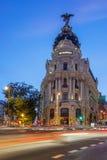 Straatverkeer in nacht Madrid Royalty-vrije Stock Afbeeldingen
