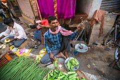 Straatverkoper van groen en groenten Royalty-vrije Stock Fotografie