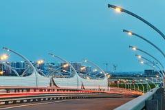 Straatverlichting op snelweg in St. Petersburg royalty-vrije stock foto
