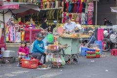 Straatvoedsel, de Markt van DA Lat, Vietnam Stock Afbeelding
