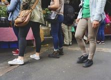 Straatvoedsel die omhoog concept een rij vormen stock fotografie