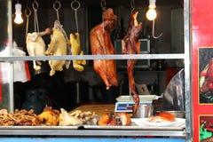 Straatvoedsel op de markt in China stock foto's