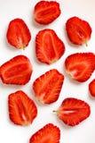 Straberries cortados en blanco Foto de archivo