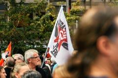 Strabourg en colere史特拉斯堡恼怒对抗议旗子 库存图片