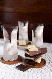 Stracciatella和巧克力冰淇凌 免版税库存照片