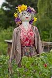 Strach na wróble z kwiatami i czerwieni suknią fotografia royalty free